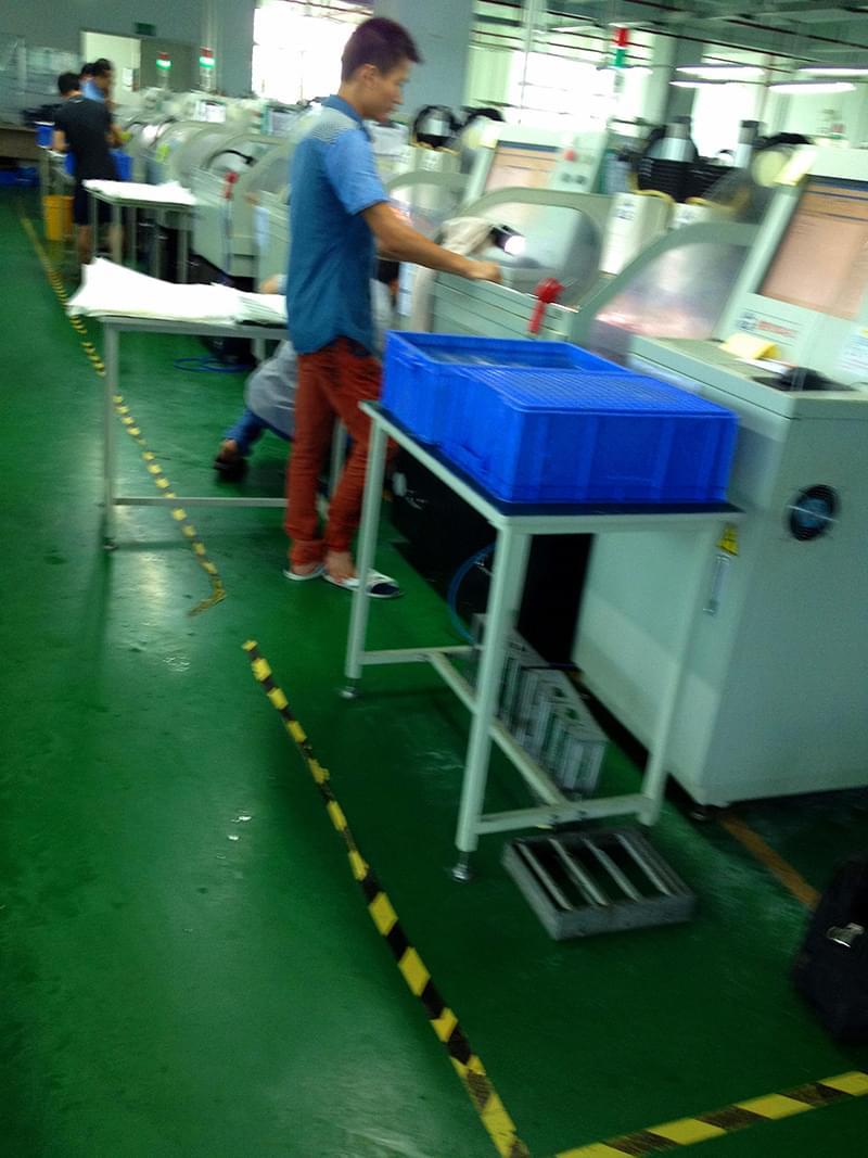 深圳瑞特达正在使用鼎亿精雕机